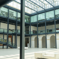 Das neu überdachte Atrium mit der Galerie