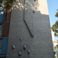 Fassade: Kunst in Aussenwand - einfach und simple (aus Mauerwerk)