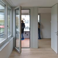Wohnen: Loggia mit Verbindung zum Wohnzimmer