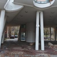 Eingangsbereich: Der Eingangsbreich mit dem schiefen Stützen