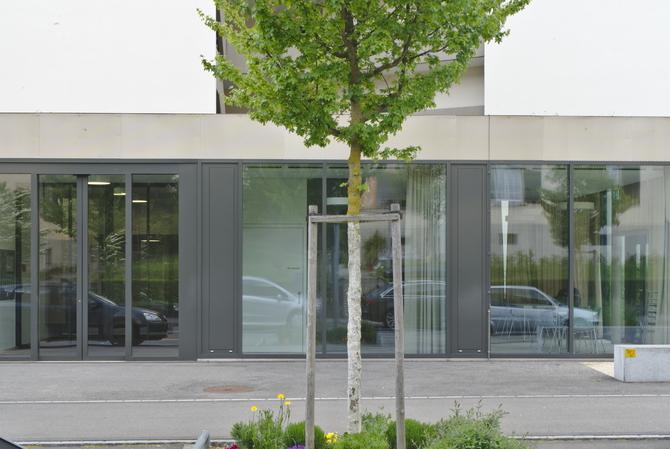 Fassade: Fassade des Anbaus (aus Glas und Metall)