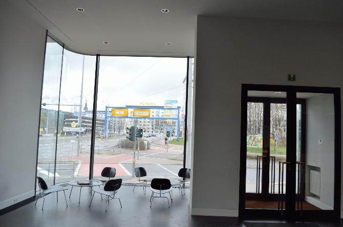 Eingangsbereich: Foyer mit Eingang und Sitzgelegenheit