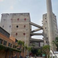 Blick auf den Turm mit der Sporteinrichtungen