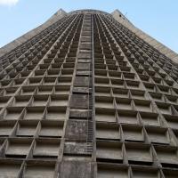 Fassade: Der Turm von aussen (aus Beton)